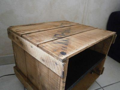 caisse a roulettes en bois de style industriel. Black Bedroom Furniture Sets. Home Design Ideas